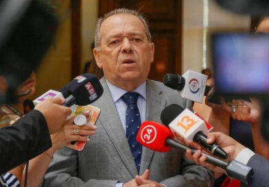 """Berger pidió """"prolijidad"""" y """"velocidad"""" para hospitales de los Ríos cuyas ofertas se conocerán esta semana"""
